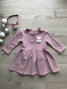 Różowa sukienka w groszki